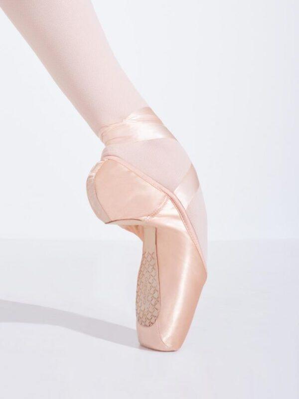 cambre-capezio-broad-toe-3-shank-pointe-shoe-1126w